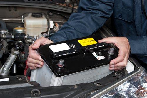 Comment changer la batterie de sa voiture et à quel prix ?