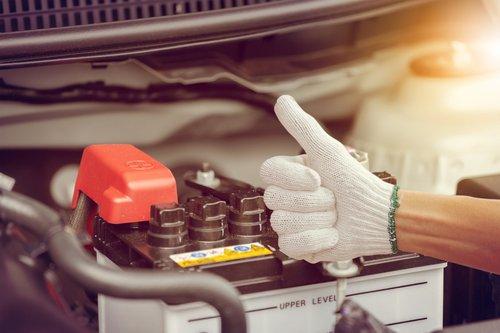 Changer sa batterie de voiture : combien ça coûte ?   Vroomly