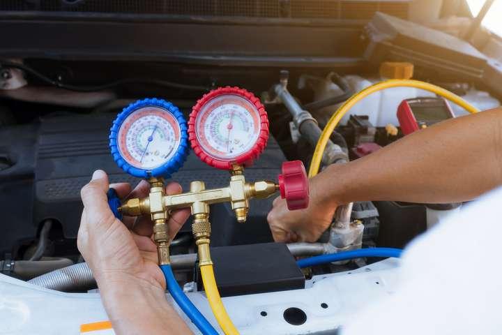 Comment changer le condenseur de climatisation d'une voiture ...
